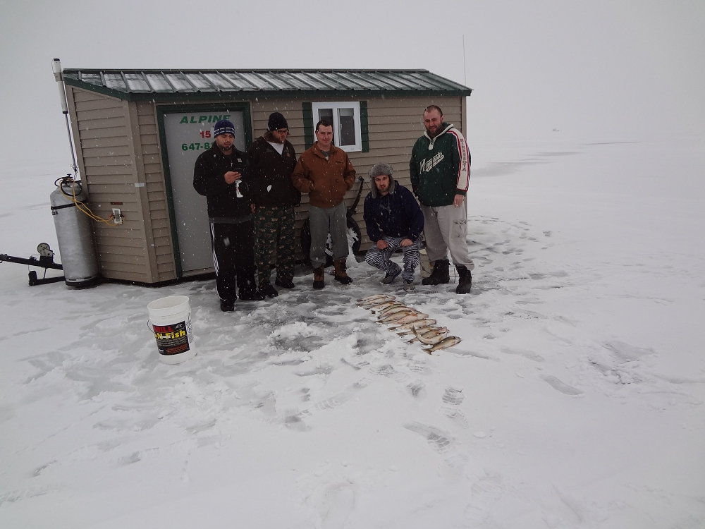 Red lake ice fishing upper red ice house rentals fishing for Red lake fish house rentals